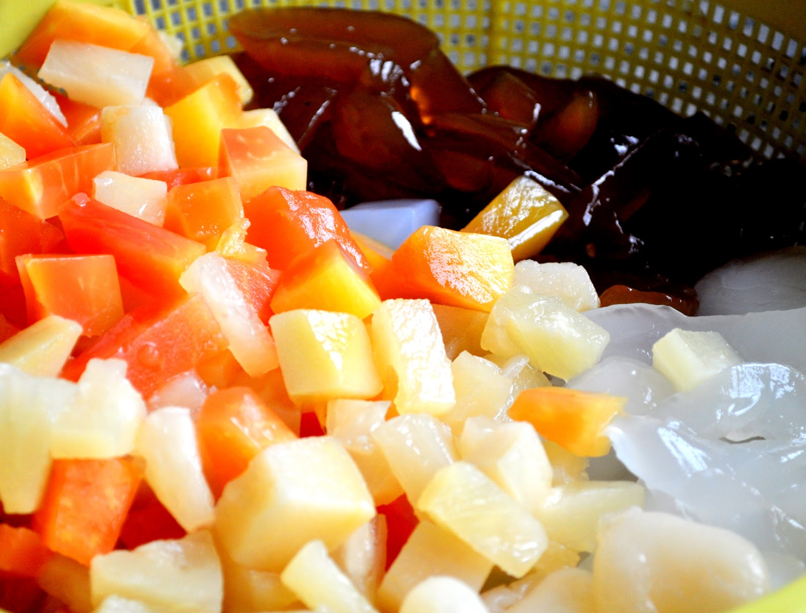 Filipino Style Fruit Salad http://www.premascook.com/2011/04/macaroni-fruit-salad-filipino-style.html