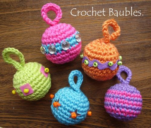 Free Crochet Pattern For Christmas Pickle : 75 Christmas Ornaments + Photos (12 Days of Christmas - Day 1)