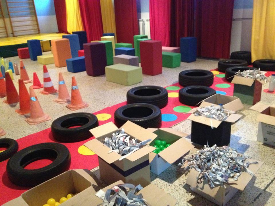 Createctura instalaci n art stica para ni os en santander for Decoracion de espacios de preescolar