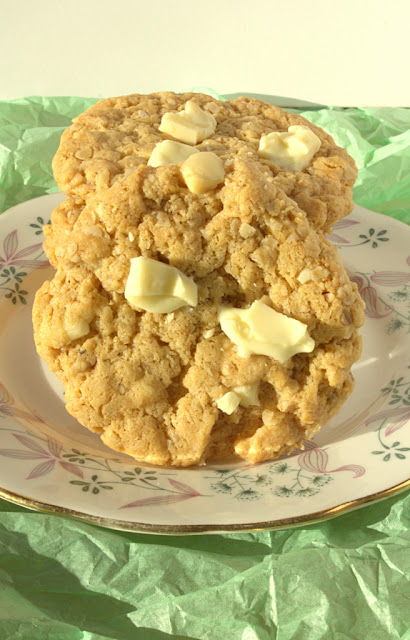Flourless White Chocolate & Peanut Butter Oatmeal Cookies - crunchy edges and a chewy centre mean perfection