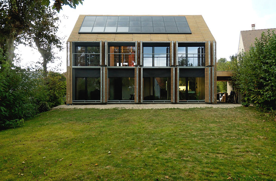 Plus energy house france most beautiful for Passive energy house design