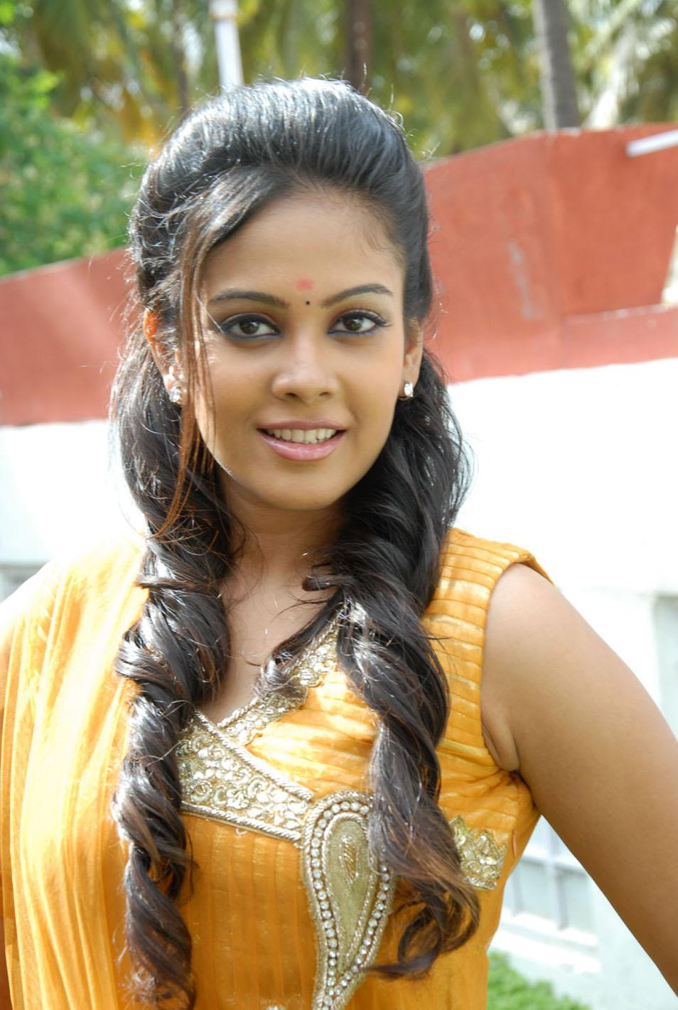 Chandini Hot Photo Gallery - MastiMusiQ