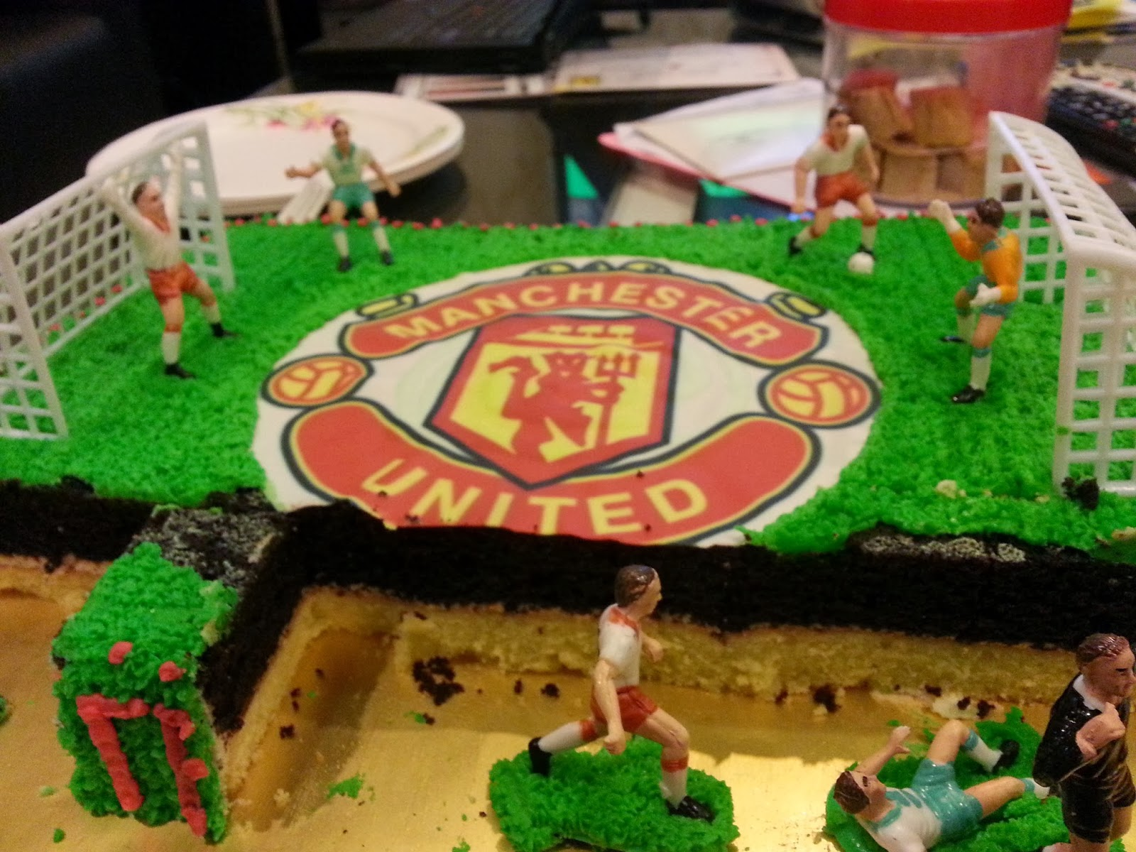 Edible Cake Images Football : Cakes By Mercy: Manchester United football cake (edible ...