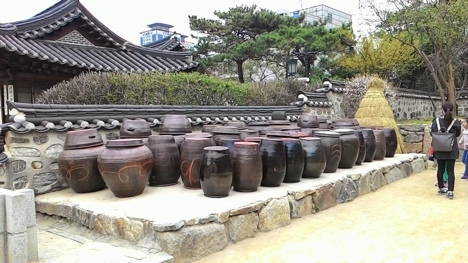 Hasil gambar untuk gentong fermentasi tanah liat korea