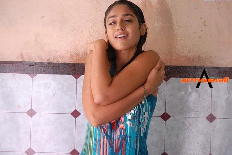 hot actress pictures telugu actress ileana hot pictures at bathroom