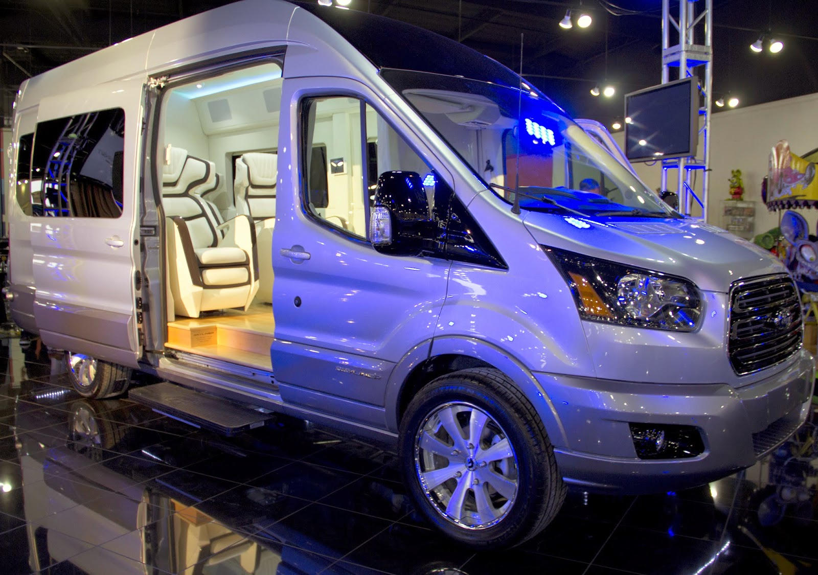 Ford is showcasing its new to the us full size transit vans at the new york auto show with the transit skyliner concept lounge on wheels since the 2015