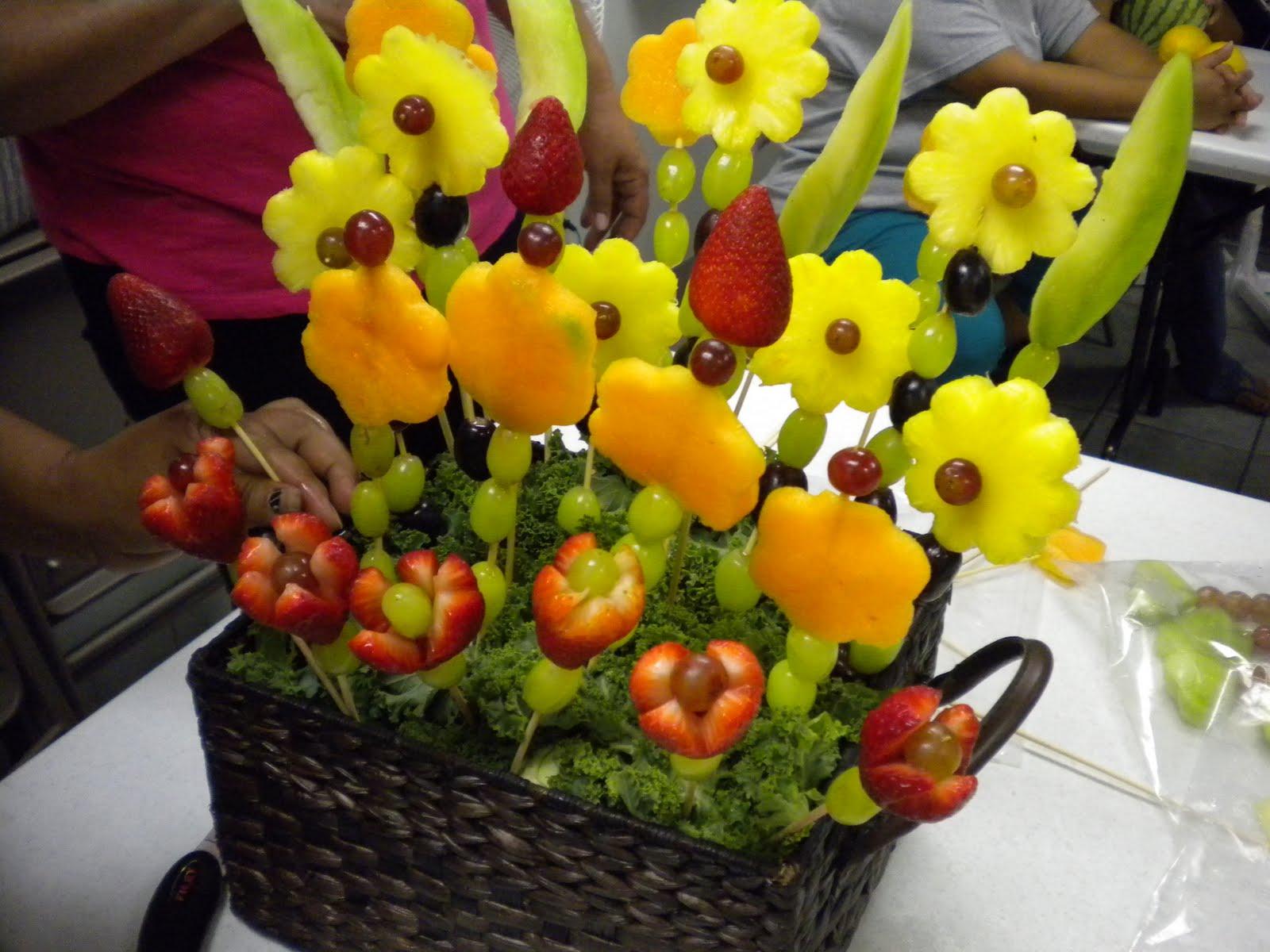 Top como hacer un arreglo de frutas images for pinterest for Centros de mesa con frutas
