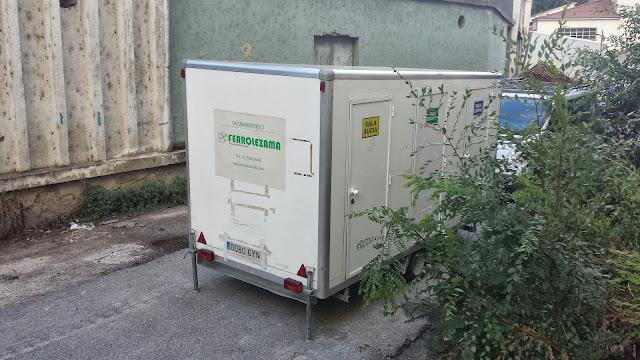Maquinaria y casetas  de la emrpesa que ha iniciado los trabajos de limoieza de asbestos en Hispano textil