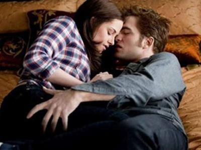 kristen stewart and robert pattinson kissing in eclipse. Kristen Stewart Robert