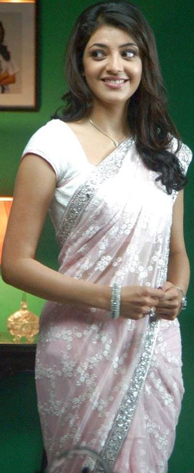 Cute Smiling Kajal Agarwal in Saree, Kajal Agarwal Saree Pictures Online