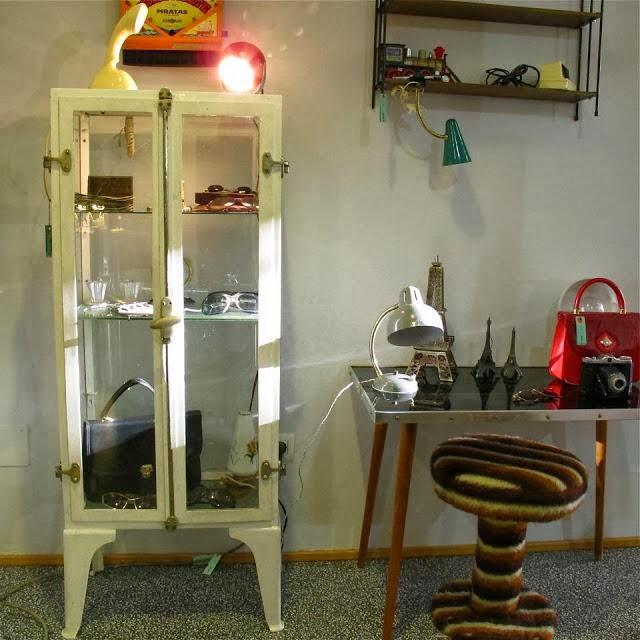 En busca de la vitrina vintage perfecta vintage home style for Vitrinas cocina ikea