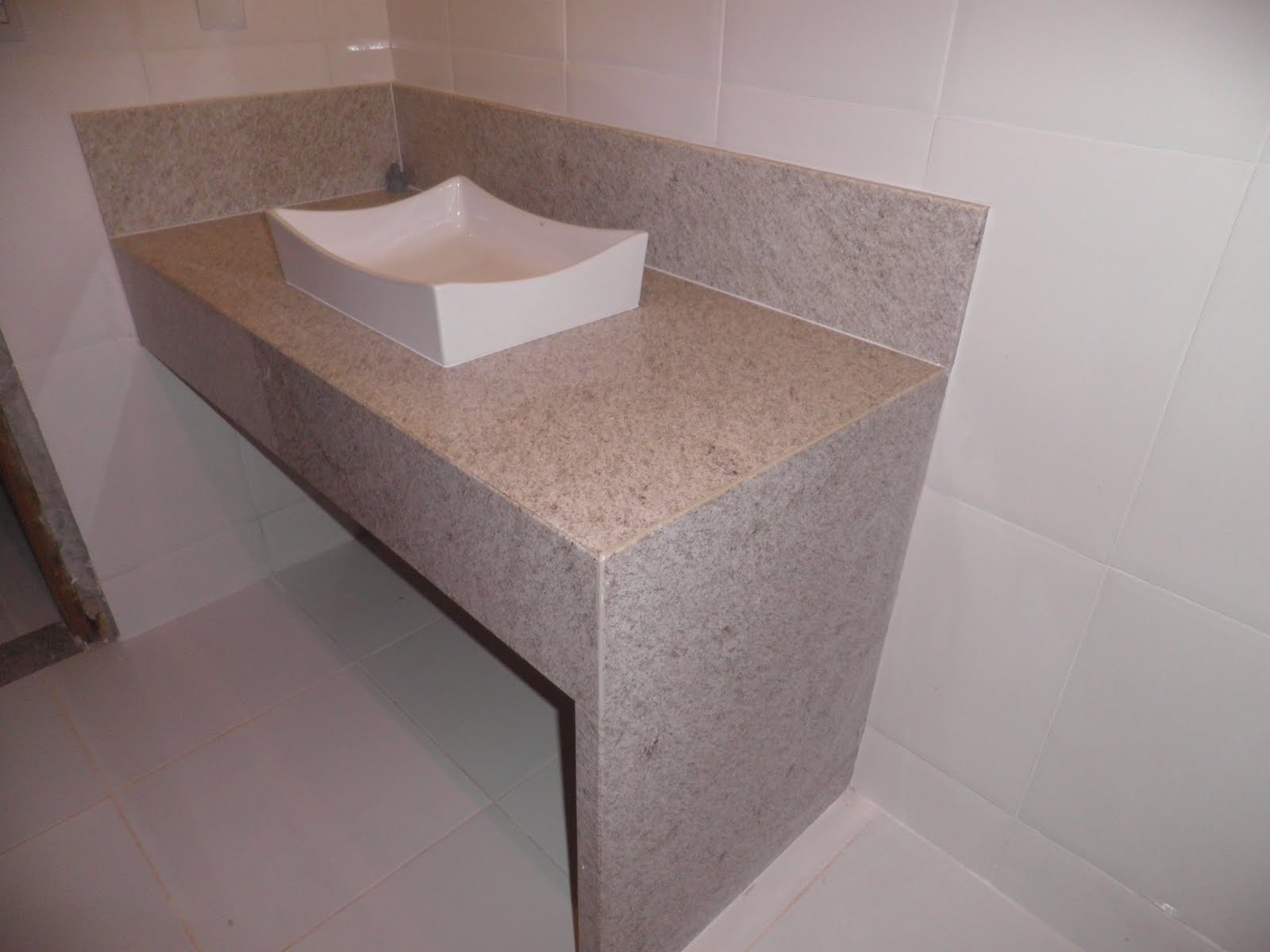 REFORMANDO A DISTANCIA: Bancada do Banheiro Linda!!! #73594F 1600x1200 Bancada Banheiro Granito Branco