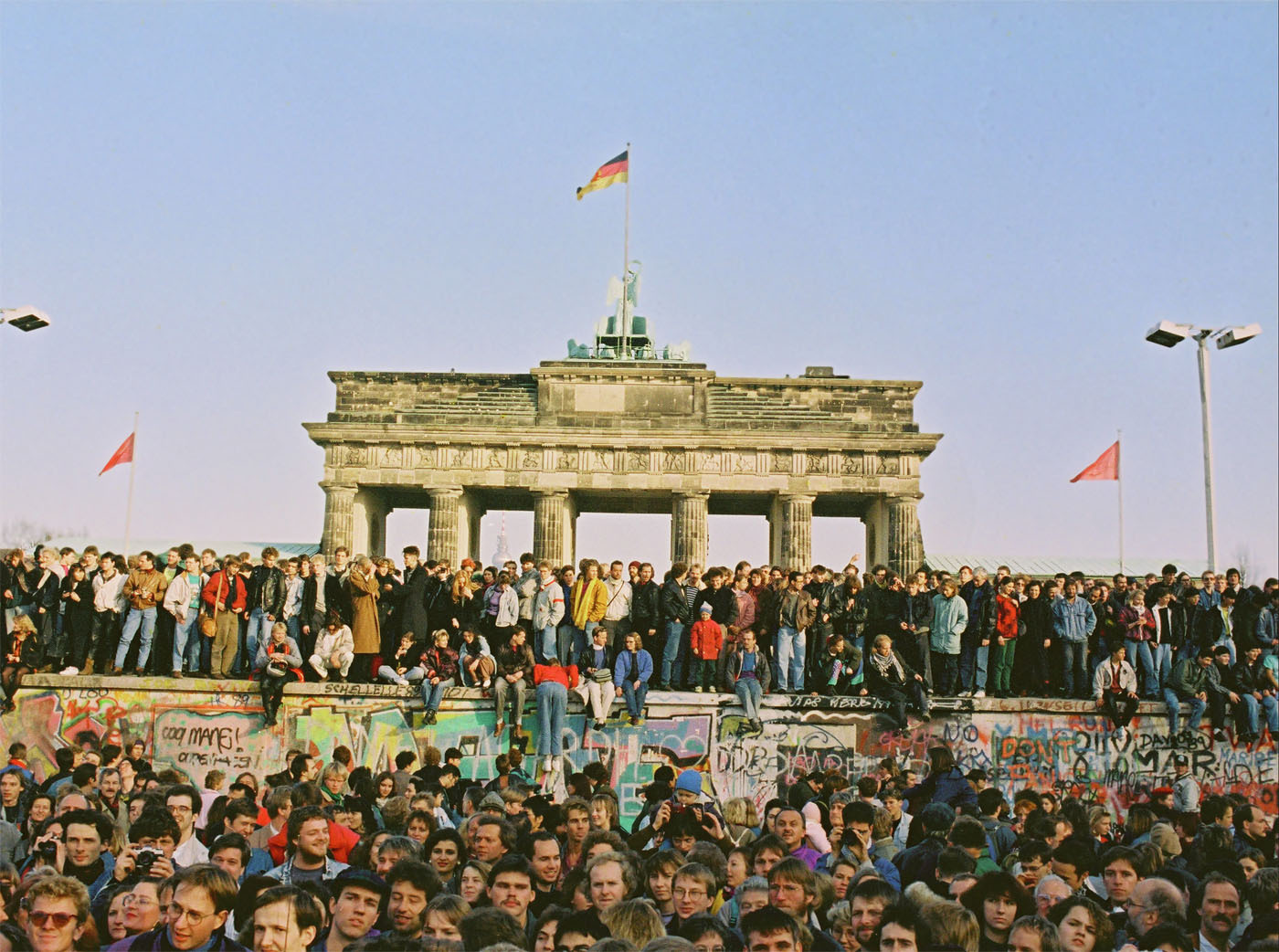 a short history of the berlin wall Within a short period  during the history of the berlin wall,  some people dug tunnels from the basements of buildings in east berlin, under the berlin wall,.