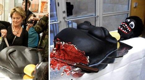 كعكة غريبه الشكل تصرخ عند تقطيعها ، تتسبب في طلب استقالة وزيرة الثقافة السويدية 40312.jpg
