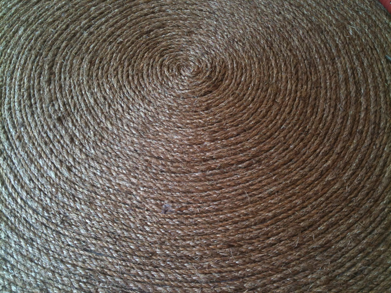 How to make a round rug les fleurs for Rope carpet