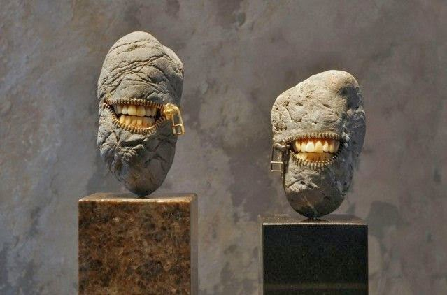 Zipper art stone sculpture by Hirotoshi Itoh