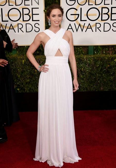 Емили Блънт в бяла рокля Michael Kors на Златен глобус 2015