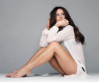 Kate Beckinsale sexy legs