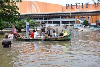 Banjir di Pluit Village (foto ROL)