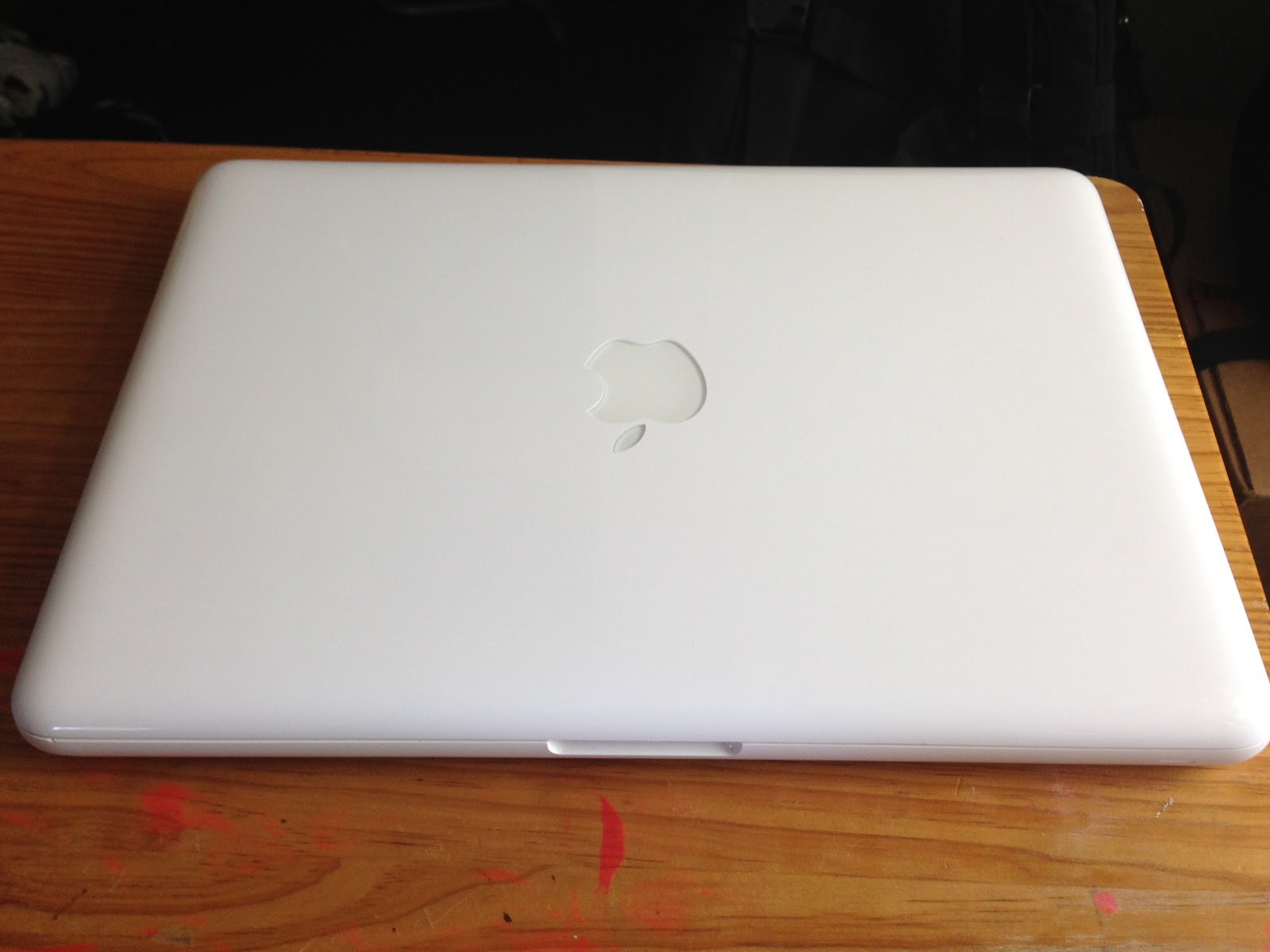 A Shoulder To Lean On Macbook 13 Inch Late 2009 White