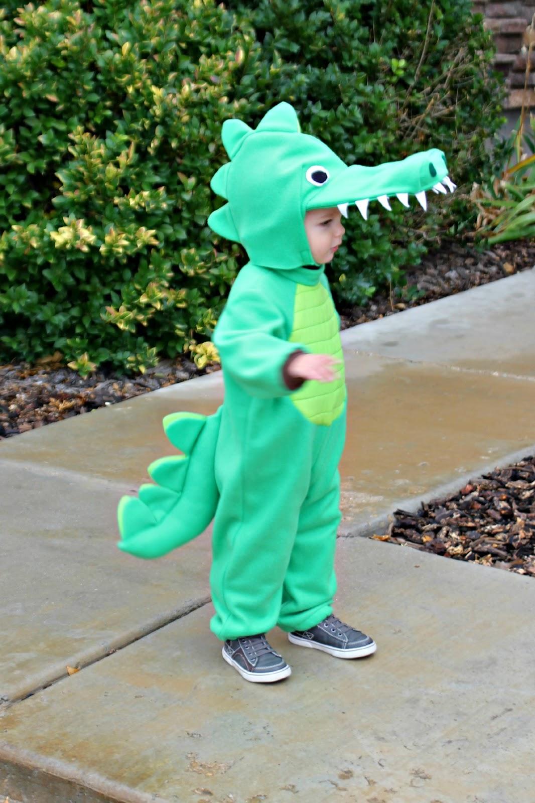 RisC Handmade: Toddler Alligator Costume