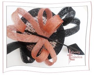 Tocado en negro y rosa de Lebasy Tocados modelo Laura