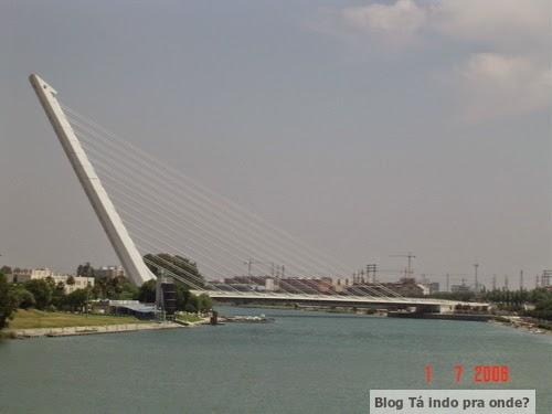 Puente del Alamillo no rio Guadalquivir
