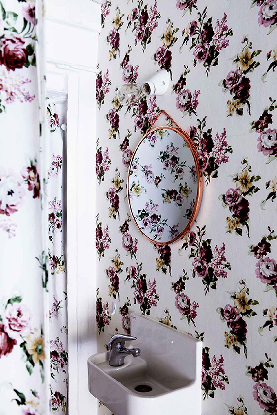 Floral bathroom | Image by Julie Ansiau via Yellowtrace