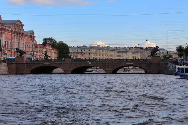 Puente de la calle Nevsky en San Petersburgo