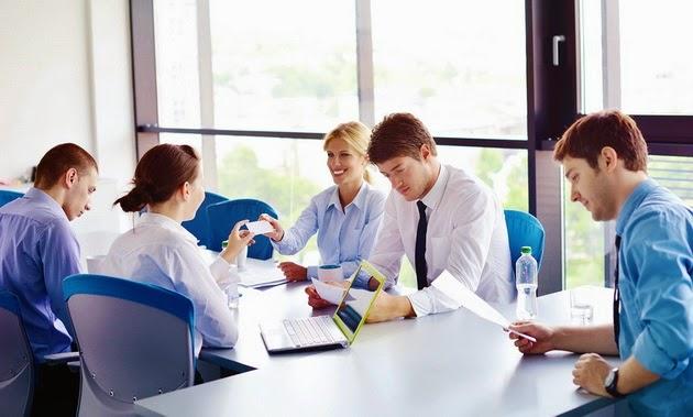 10 Kebiasaan yang Bisa Menumbuhkan Rasa Percaya Diri di Kantor