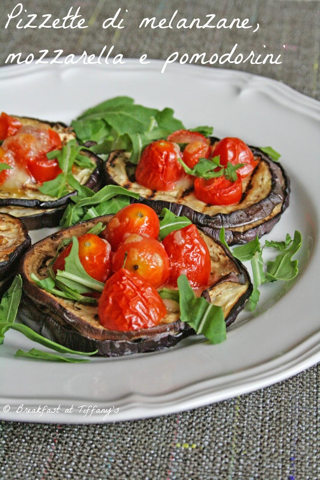 pizzette di melanzane, mozzarella e pomodorini / aubergine bruschetta with mozzarella cheese and cherry tomatoes