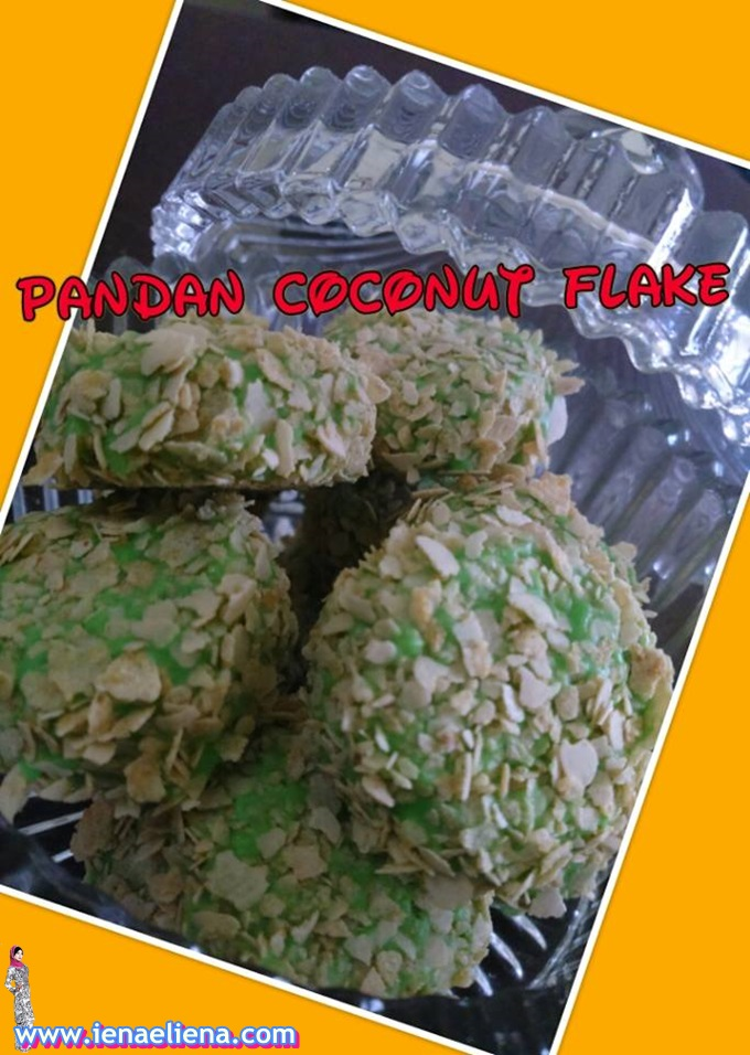 Homemade Pandan Coconut Flakes