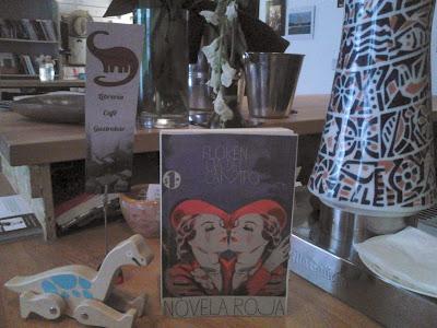 Novela roja en librería Dinosaurio, Madrid. Foto.