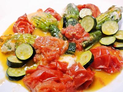 花ズッキーニの肉詰めのトマト煮