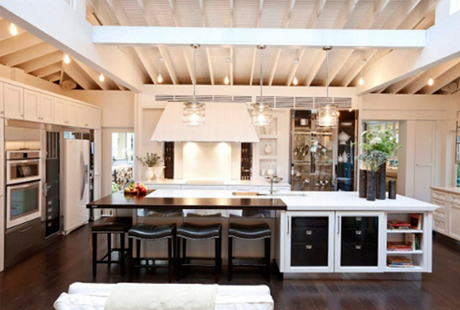 Contemporary kitchen design trends 2013 - Home Decorating Interior Design Ideas The Modern Look Of Glass Kitchen Countertops