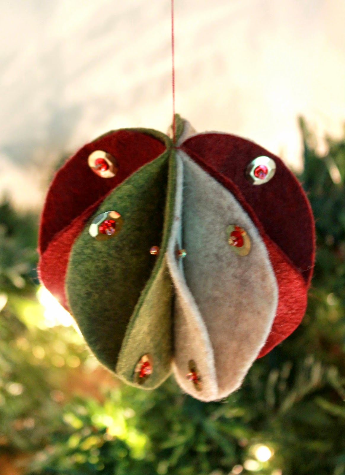 Felt Bauble Tutorial: Step by step directions to create a handmade felt sphere with thread or with hot glue. | The Inspired Wren