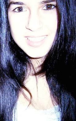 Aveces,las sonrisas tienen más dolor que las lagrimas .