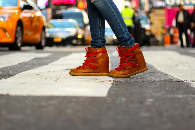 botas alpinas cordón rojo