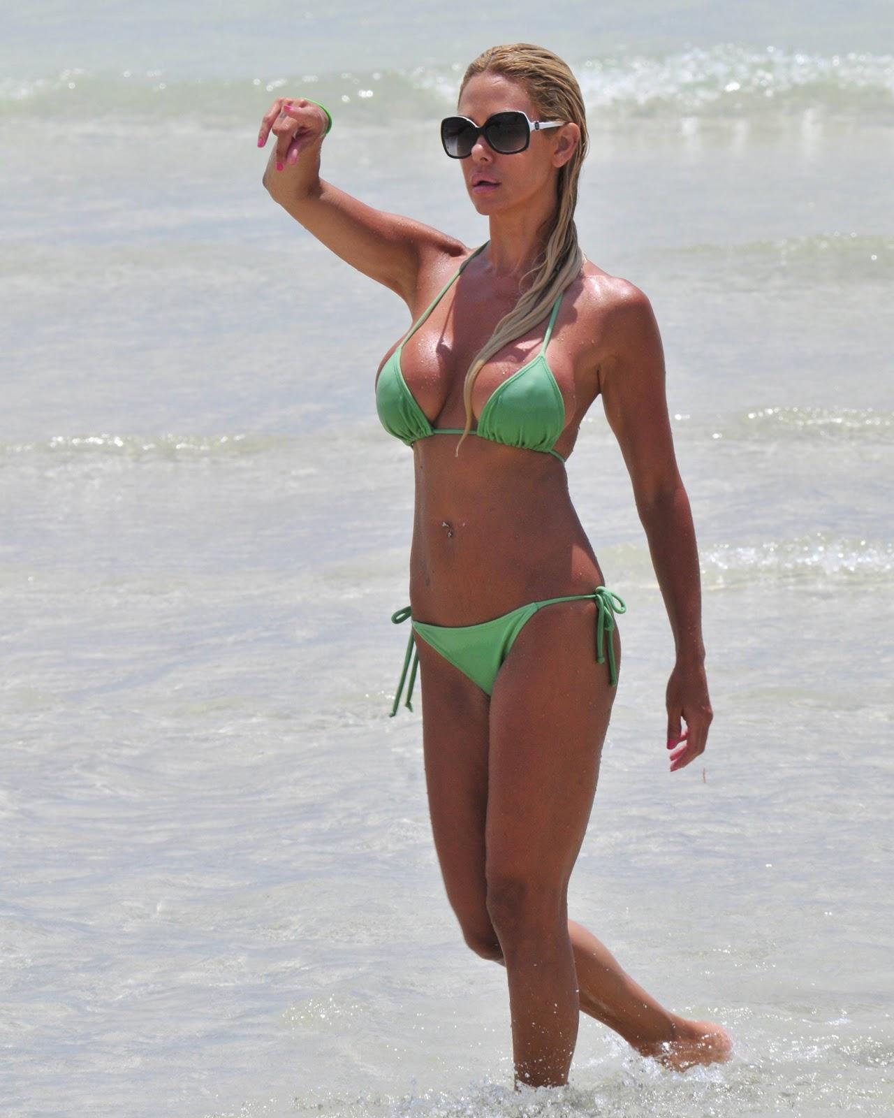 http://2.bp.blogspot.com/-VN16GiMx6s0/ToPE6ap1EPI/AAAAAAAAAYs/XGIO0RFOmHI/s1600/Shauna_Sand_bikini_01.jpg