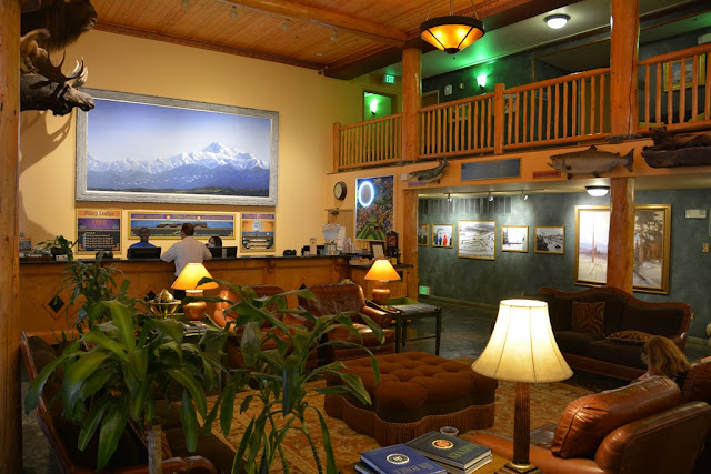 Pikes Waterfront Lodge Fairbanks lobby