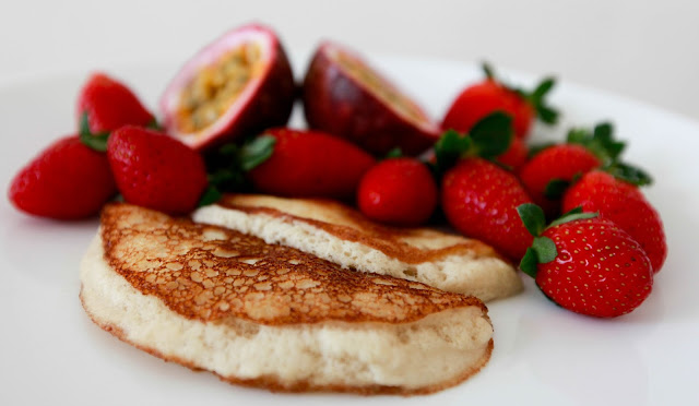 loveurbelly Fluffy 2 Ingredient Banana Pancakes