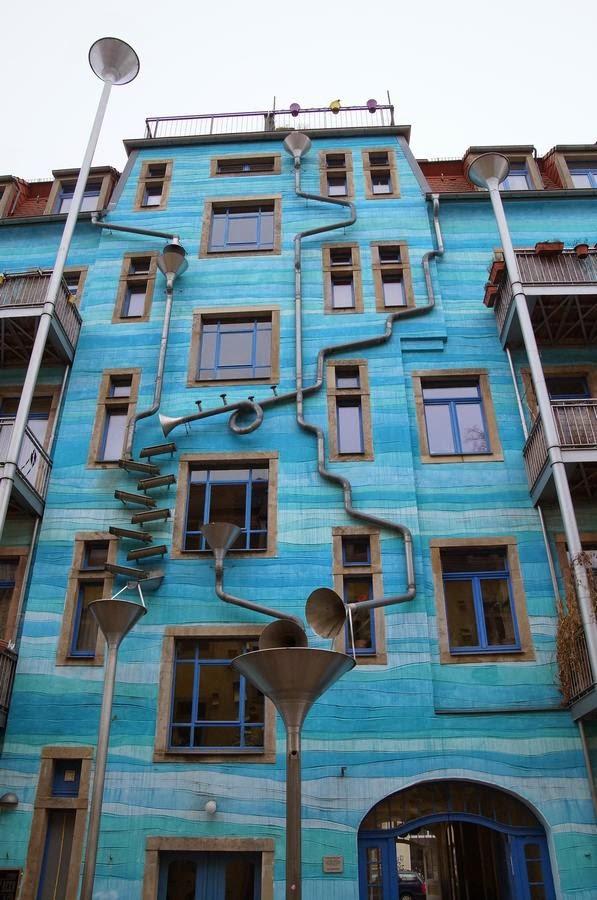 Funnel Wall, muro del embudo, tribunal de los elementos, La fachada azul