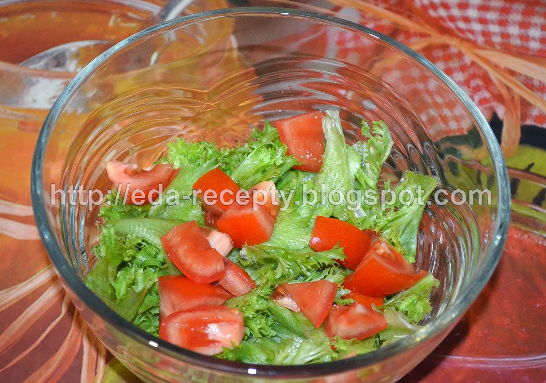 Салат Нисуаз с тунцом: порезать помидор
