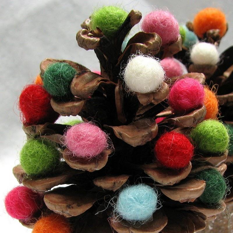 Lavoretti di natale 2013 alberelli con le pigne - Pigne decorate natalizie ...