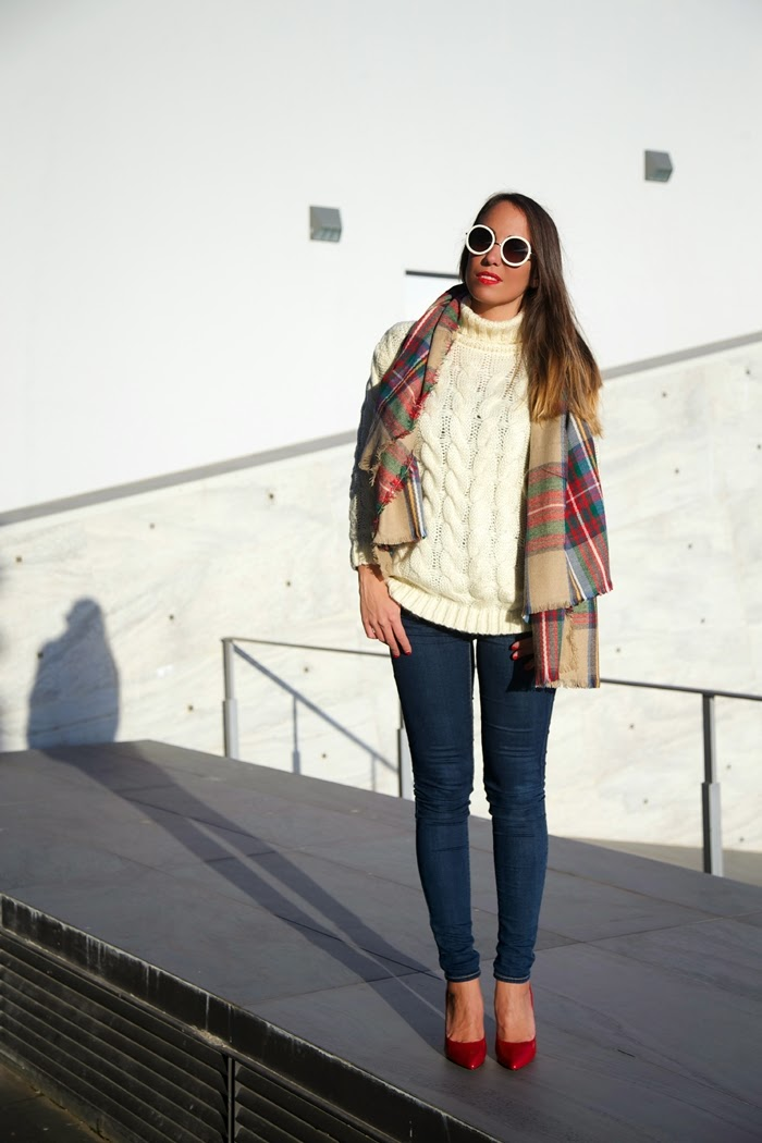 look jeans maglione scarpe rosse