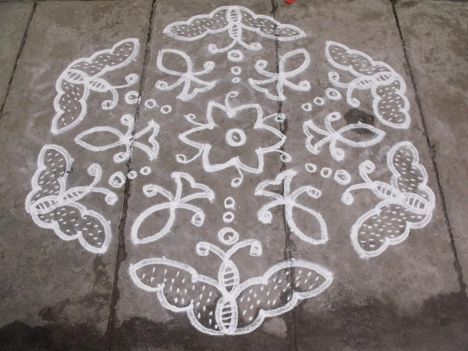 Rangoli designs/Kolam: 15-8 pulli kolam - interlaced dots kolam