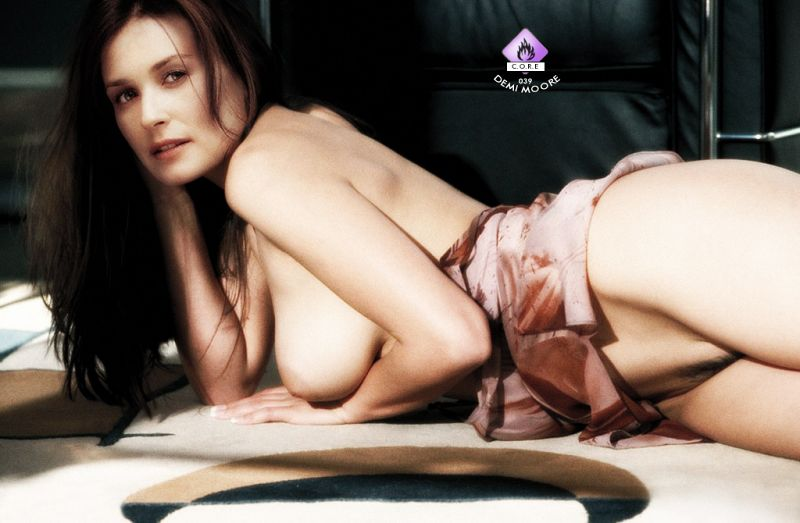Finaly The Sey Cougar Demi Moore Is Here All Naked Looking At You