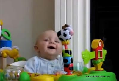 Gülen Bebek