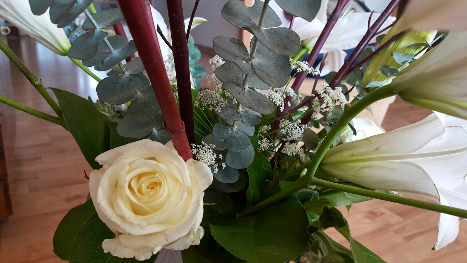 white rose in the korean flower arrangement