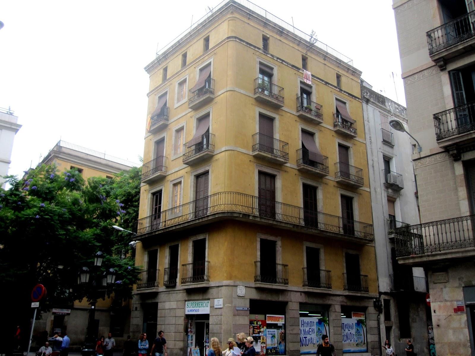 Tot barcelona una de trampantojos - Calle princesa barcelona ...